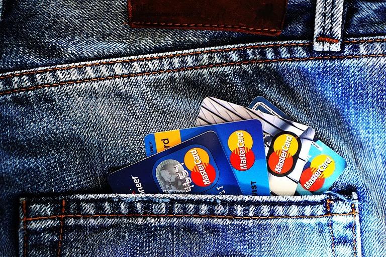 Credit Card vs Debit Cards